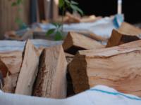 Sie Brauchen Kaminholz? Bei Uns Bekommen Sie Kaminholz Im Karton Oder Im  BigBag. Abholbereit! Unser Ziel: Ihnen Das Leben Mit Holz Schöner, ...